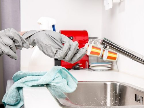 Avoiding Skin Irritants When Cleaning the House